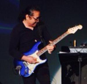 沖縄ギター講師新里 和則